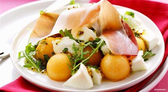 melon-salad-with-mozzarela-ham