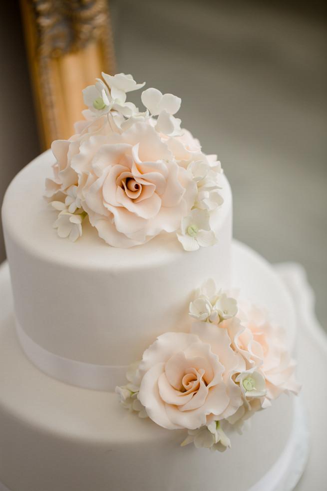 2 Layers Wedding Cakes  25 Amazing All White Wedding Cakes