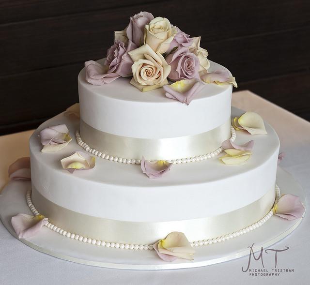 2 Layers Wedding Cakes  Una pincelada de color para la torta de boda