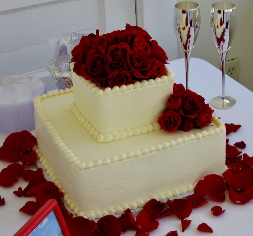 2 Tier Square Wedding Cakes  2 tier square wedding cake for a smaller wedding reception
