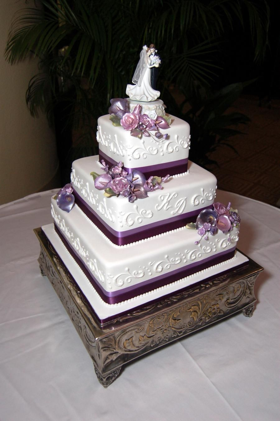 3 Tiered Square Wedding Cakes  This 3 tier square wedding cake is simple and elegant