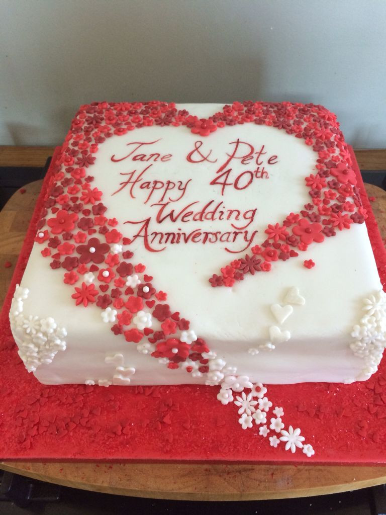 40Th Wedding Anniversary Cakes  Hearts and flowers 40th wedding anniversary cake Ruby