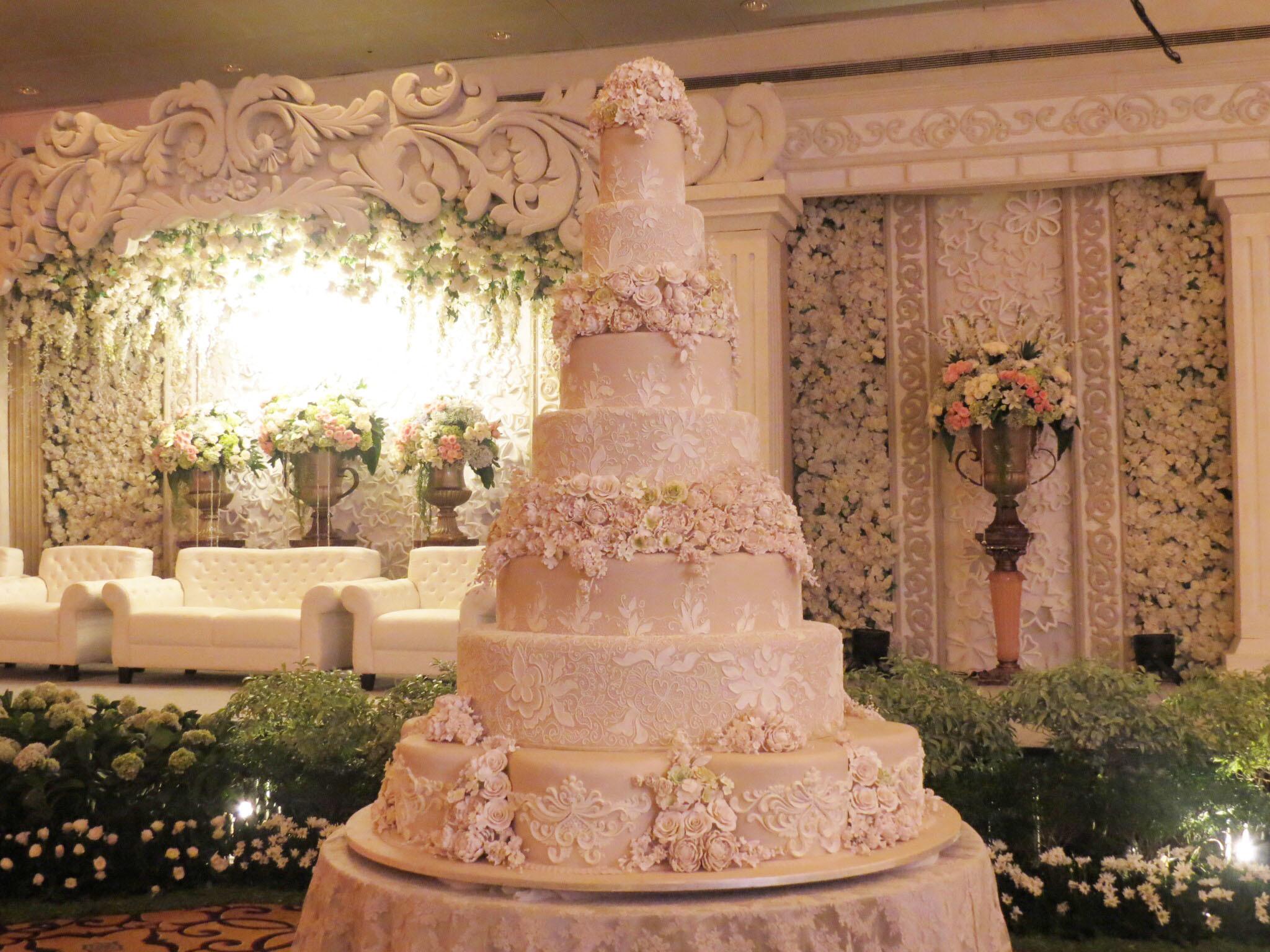 7 Tier Wedding Cakes  Wedding Cake 101 An Introduction to Wedding Cakes