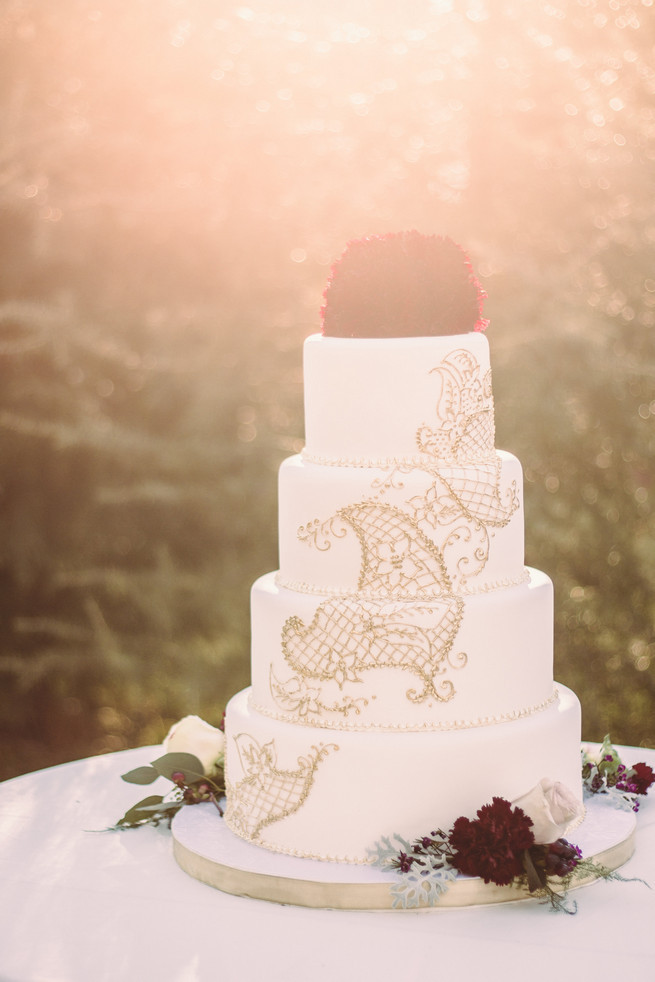 All White Wedding Cake  25 Amazing All White Wedding Cakes