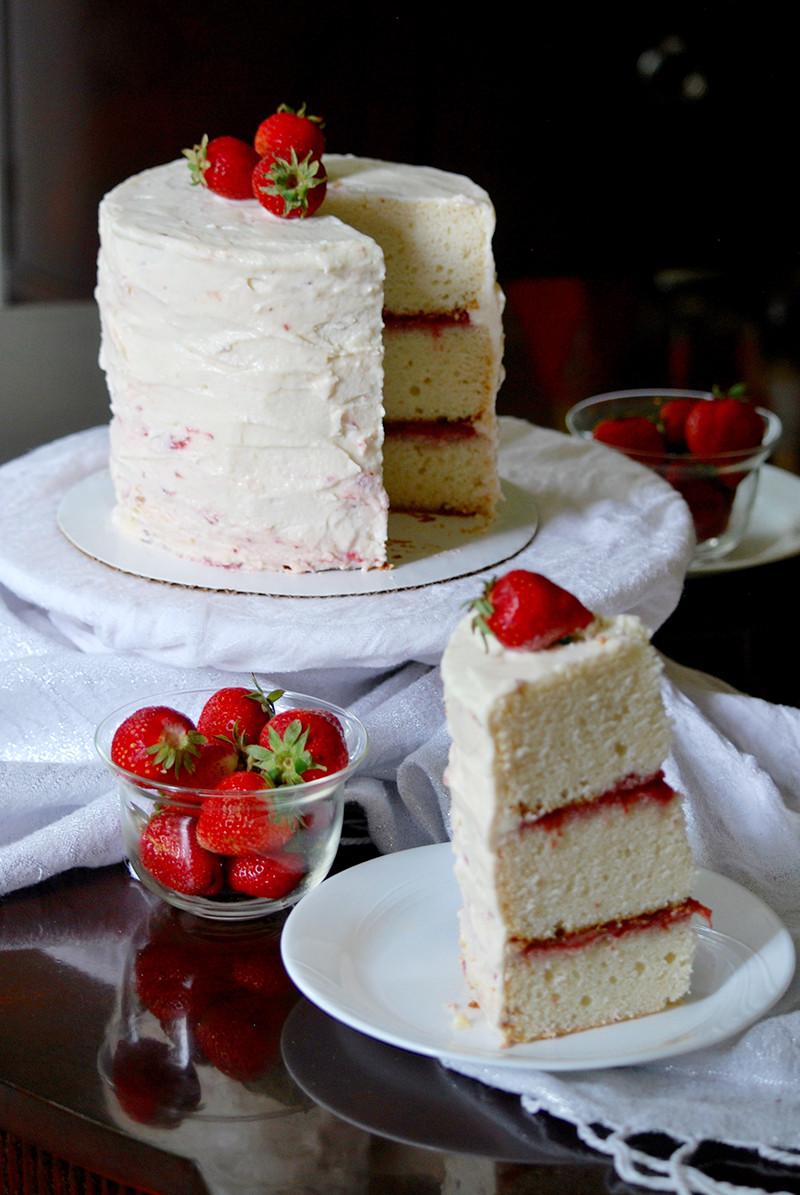Almond Wedding Cake Recipe  white almond wedding cake frosting
