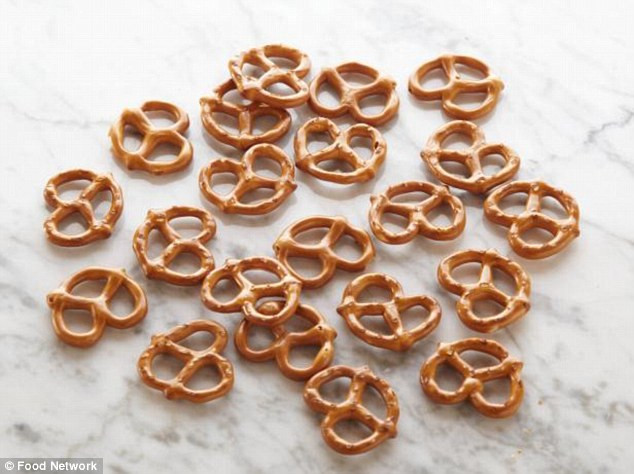 Are Unsalted Pretzels Healthy  Artful photos show what a 100 calories look like