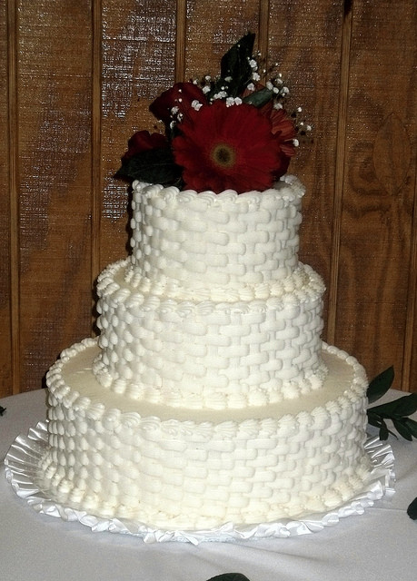 Basket Weave Wedding Cakes  white basket weave wedding cake