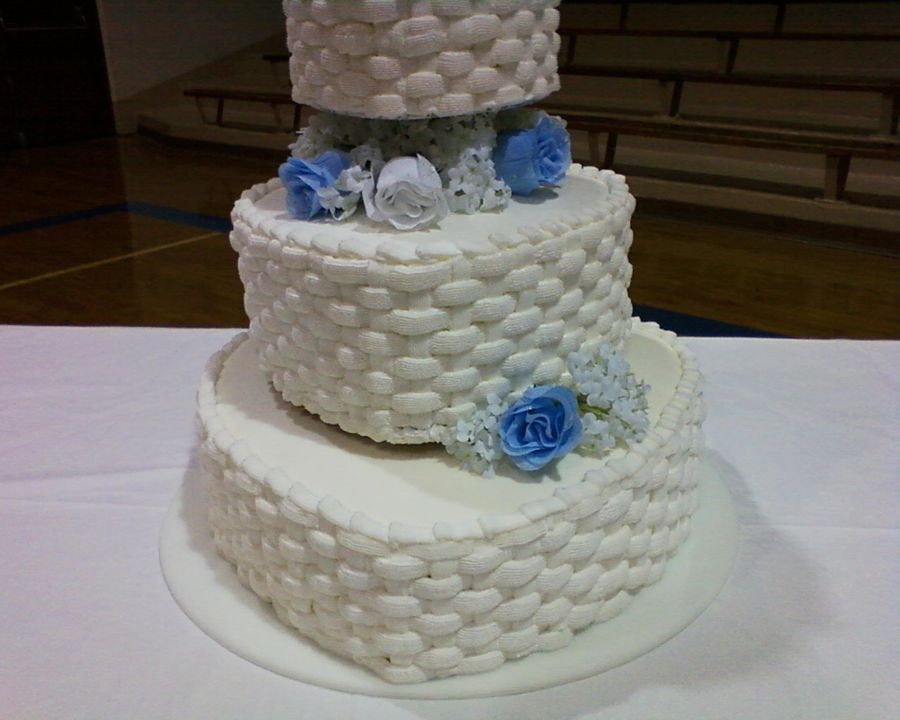 Basket Weave Wedding Cakes  Basket Weave Hearts Wedding Cake CakeCentral