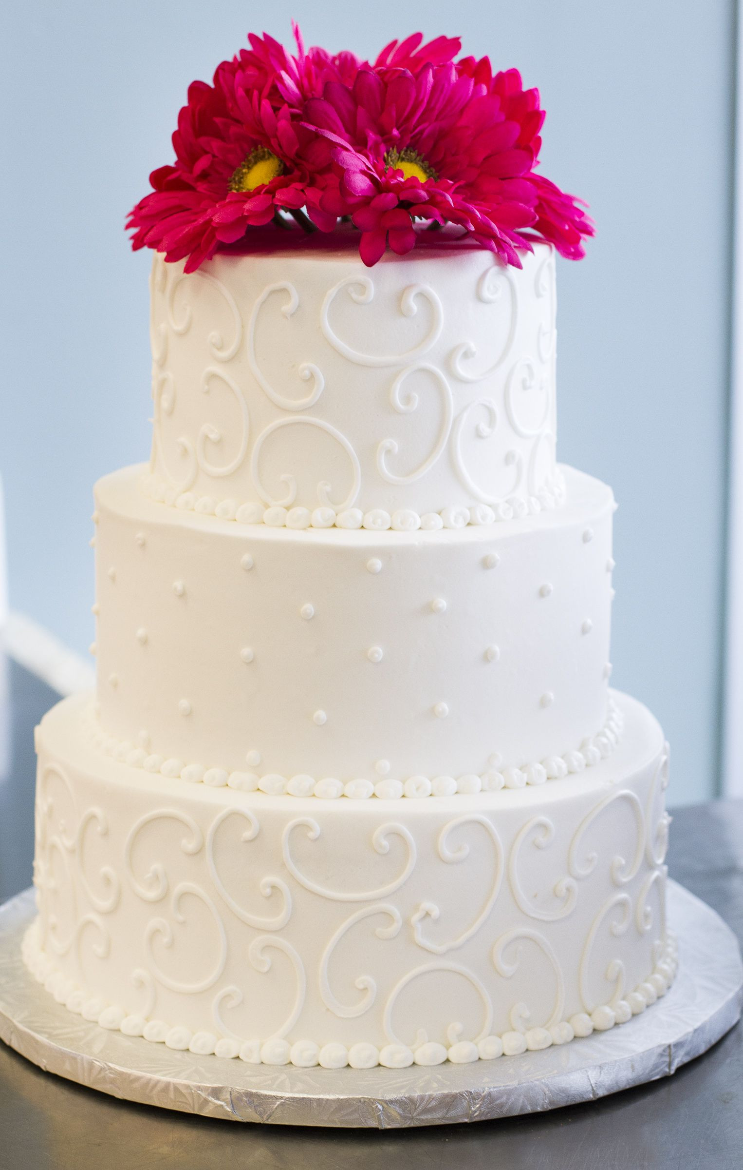 Beautiful Simple Wedding Cakes  A simple beautiful white wedding cake with pink flowers