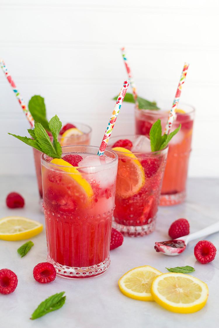 Best Summer Vodka Drinks  Raspberry Lemonade Spritzers