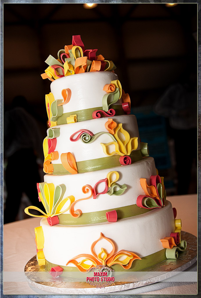 Best Wedding Cakes Ever  Cincinnati Wedding graphers Best Wedding Cake Ever