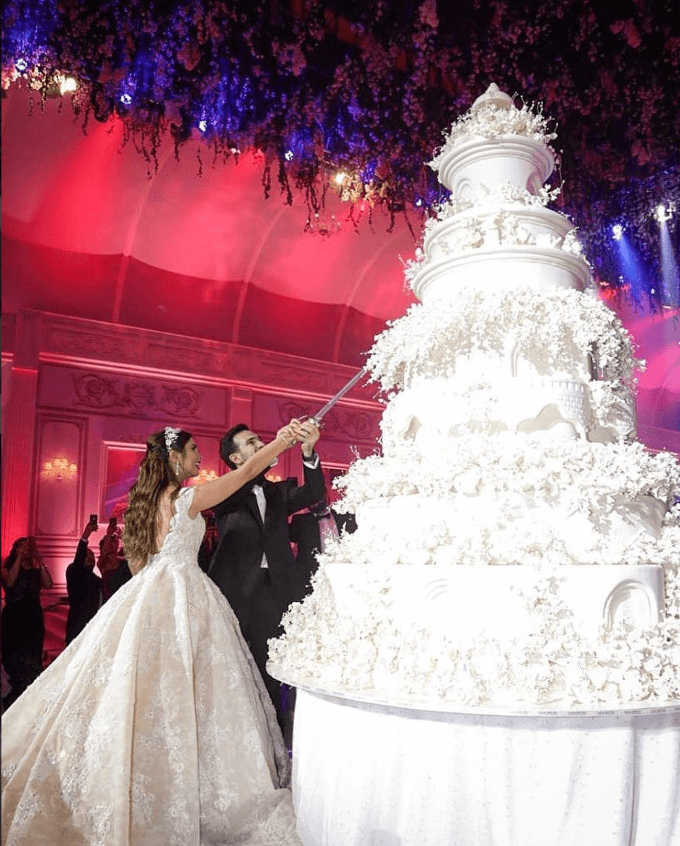 Biggest Wedding Cakes Ever  This Is Possibly The Biggest Wedding Cake You ve Ever Seen