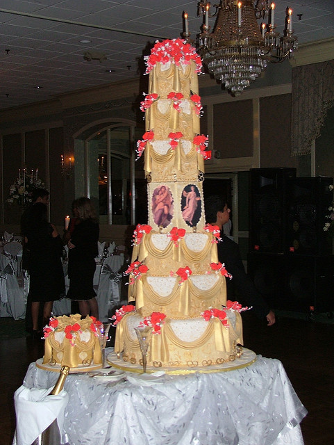 Biggest Wedding Cakes Ever  The biggest wedding cake ever