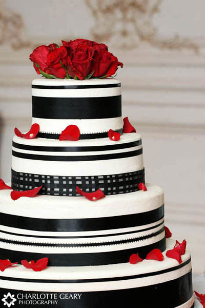 Black And Red Wedding Cakes  Amazing Red Black And White Wedding Cakes [27 Pic