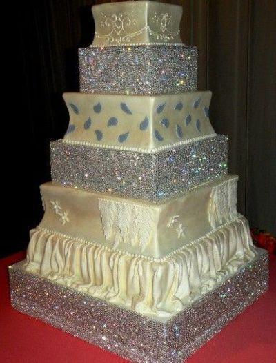 Blinged Out Wedding Cakes  Amazing Bling Bling Cakestand cakestand wedding cakes
