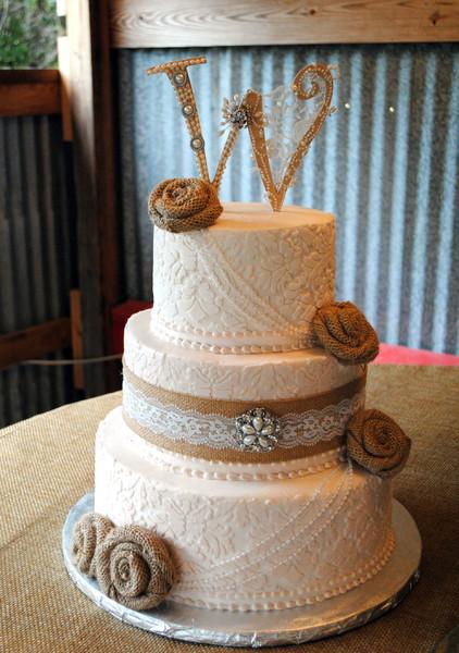 Burlap Wedding Cakes  Creative Cakes by Monica Reviews Dallas Cake & Bakery