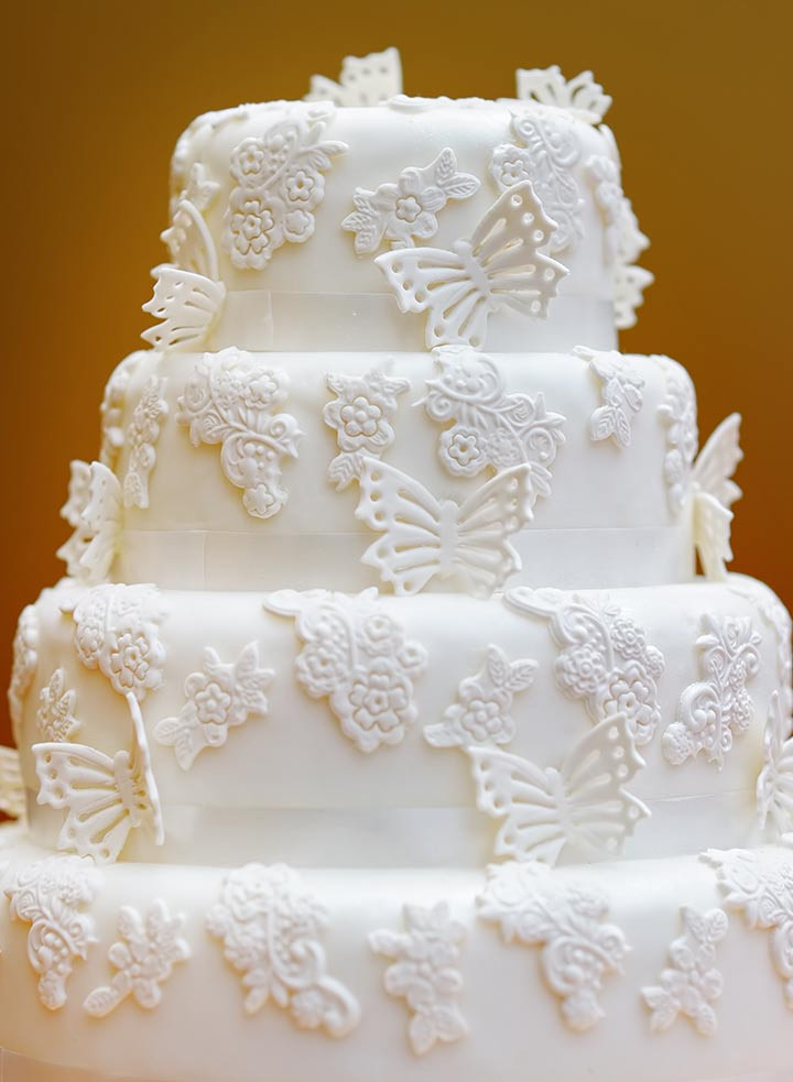 Butterfly Wedding Cakes  9 Romantic Butterfly Wedding Cakes That Will Give You