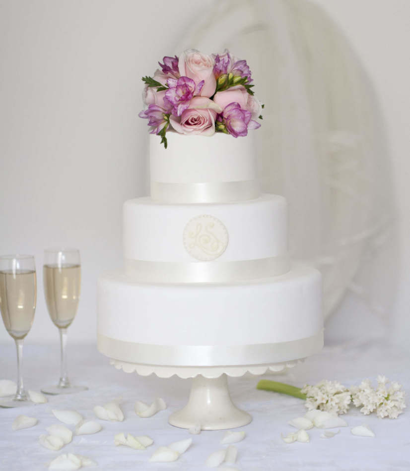 Buying Wedding Cakes  Round Monogram Buy line Wedding Cake