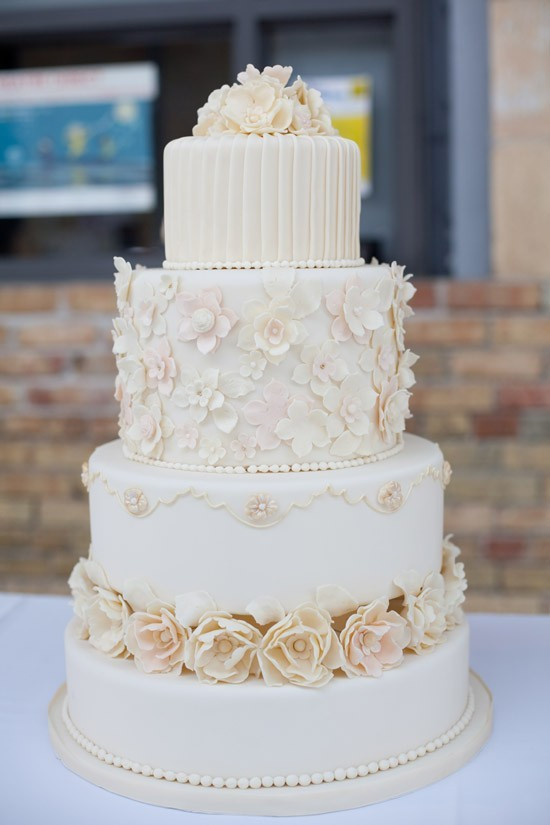 Buying Wedding Cakes  Honey Buy wonderful wedding cake