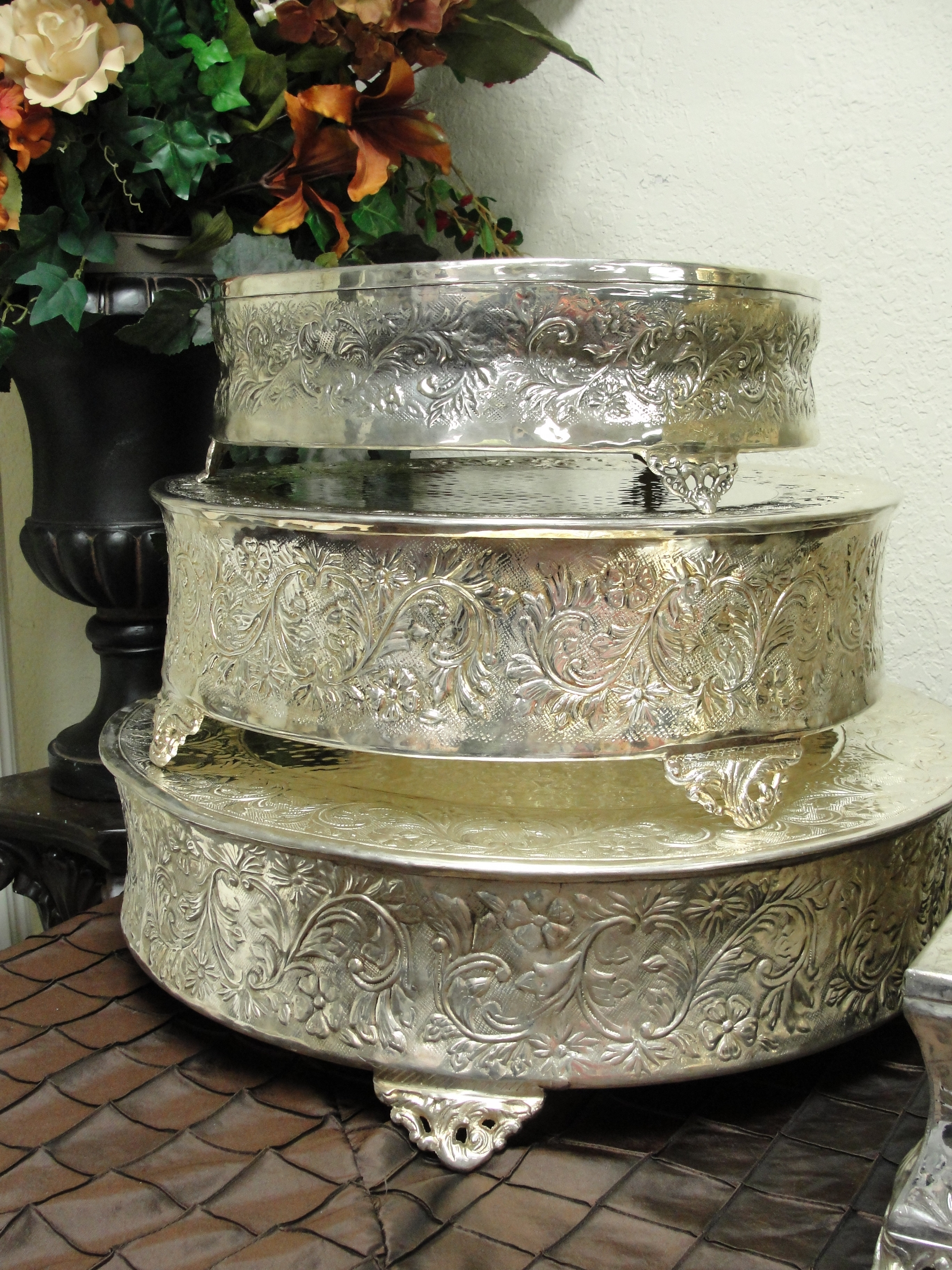 Cake Plateaus For Wedding Cakes  Elegant Cake Stands Victoria Champagne 12 Inch Metal Cake