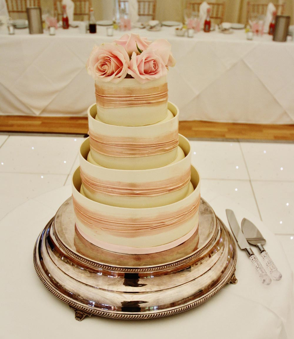 Cake Plateaus For Wedding Cakes  Wedding cake stands 10 tips by choosing idea in 2017