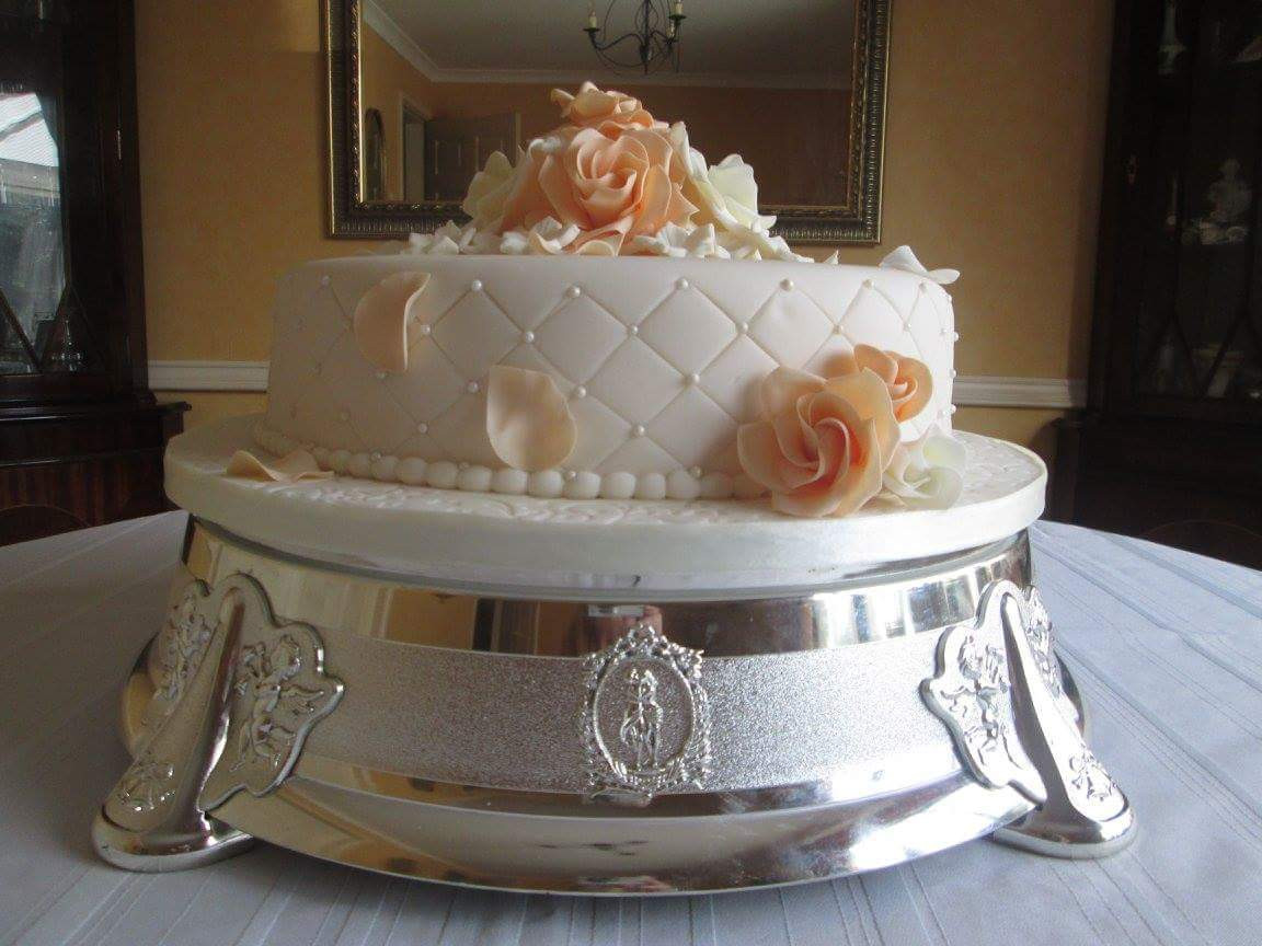 Cake Plateaus For Wedding Cakes  65 Irresistible Wedding Cake Stands To Swear