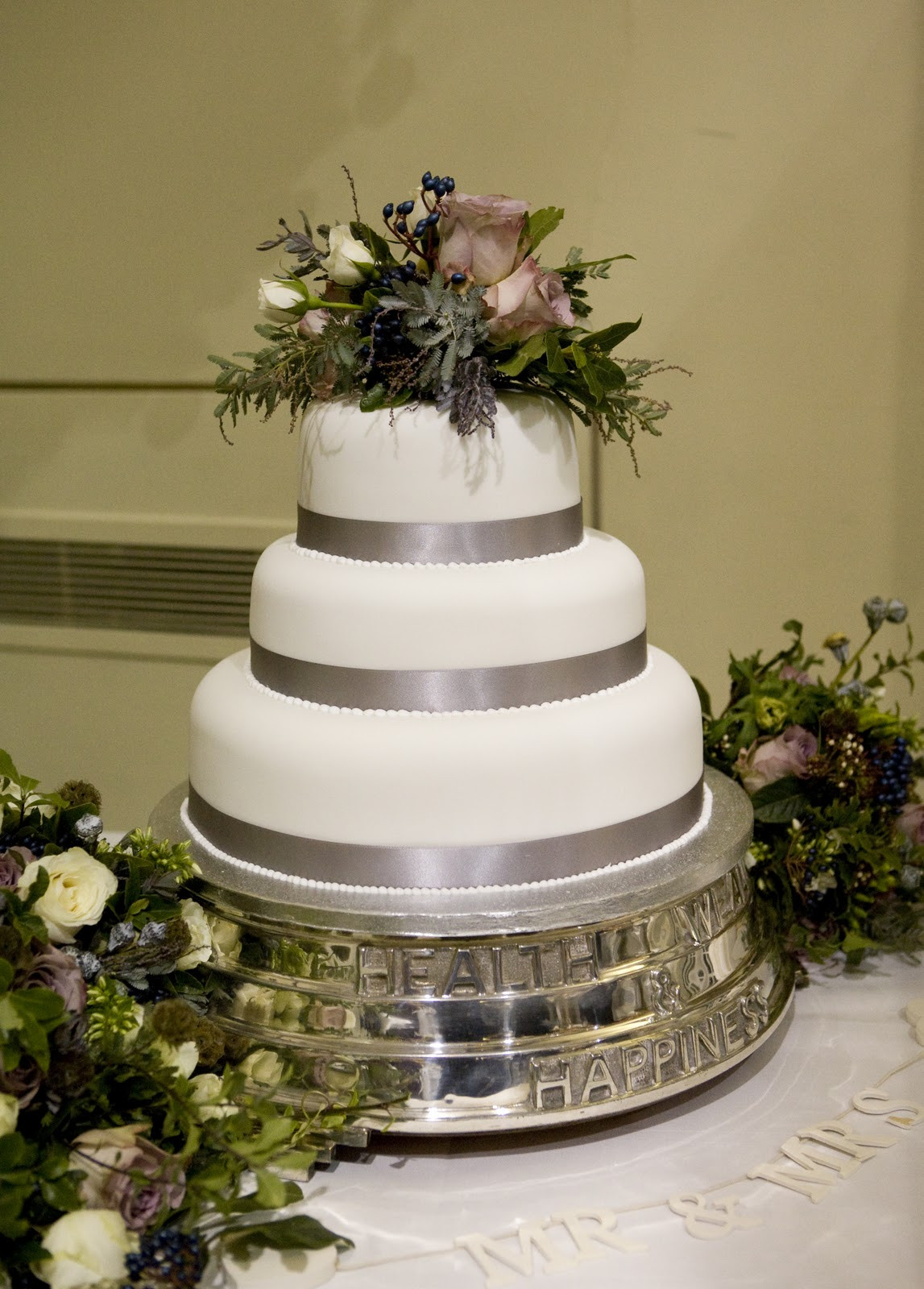 Cake Stands For Wedding Cakes  Vintage cake stands for weddings idea in 2017