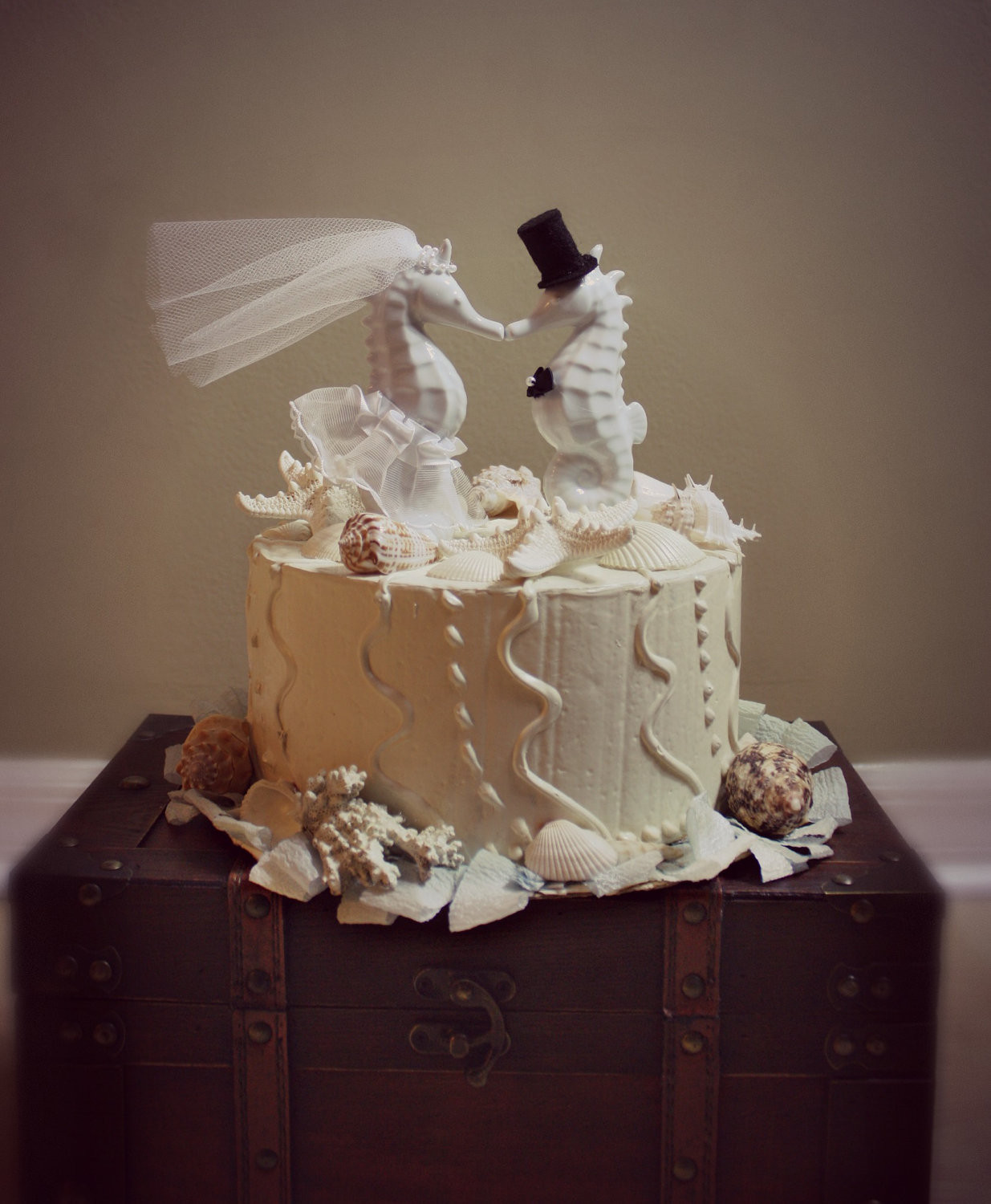 Cake Toppers For Wedding Cakes  25 Beach Wedding Cake Toppers Ideas