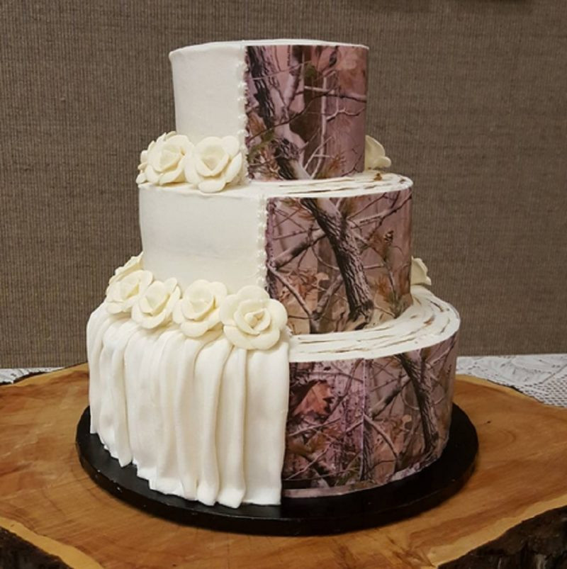 Camouflage Wedding Cakes  Camouflage wedding cakes are trending and it s weird but