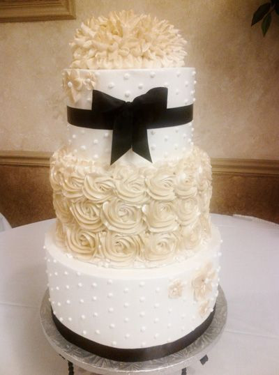 Champagne Colored Wedding Cakes  Champagne Ivory and Black wedding cake colors with