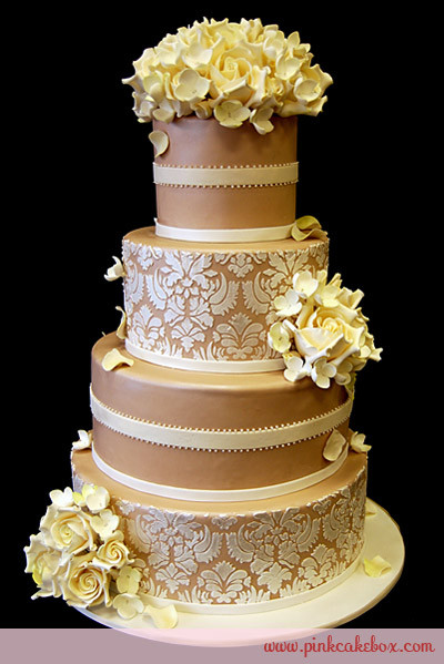 Champagne Colored Wedding Cakes  Zandria s blog Beach weddings are in big trend and it