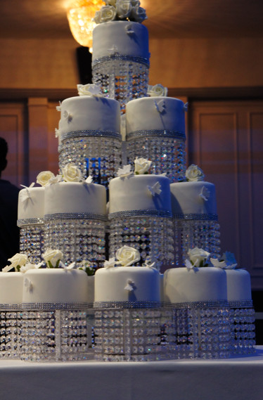 Chandelier Wedding Cakes  crystal chandelier wedding cake