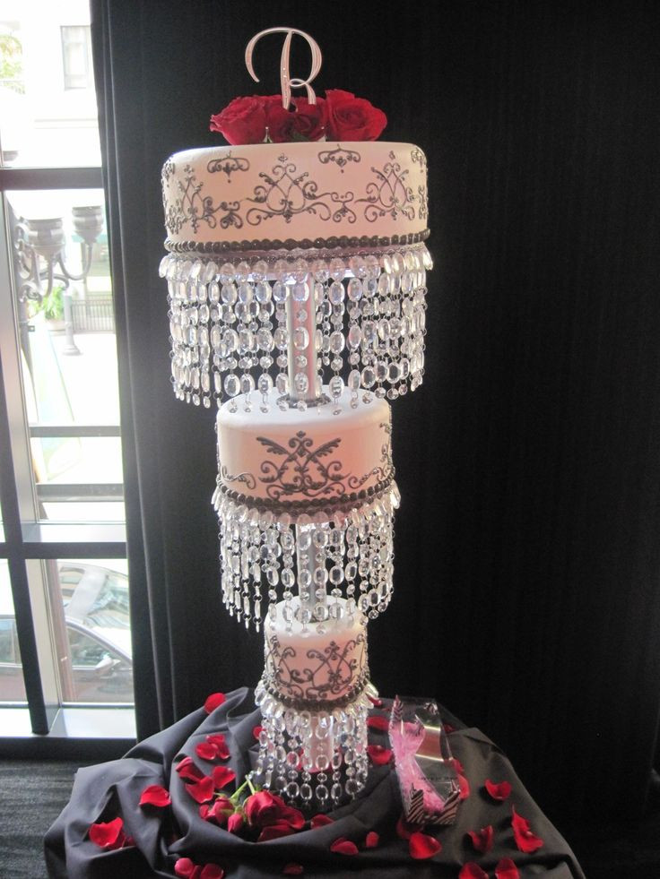Chandelier Wedding Cakes  17 Best images about Wedding Cakes Hanging Chandelier