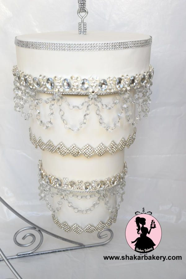 Chandelier Wedding Cakes  1000 ideas about Chandelier Cake on Pinterest