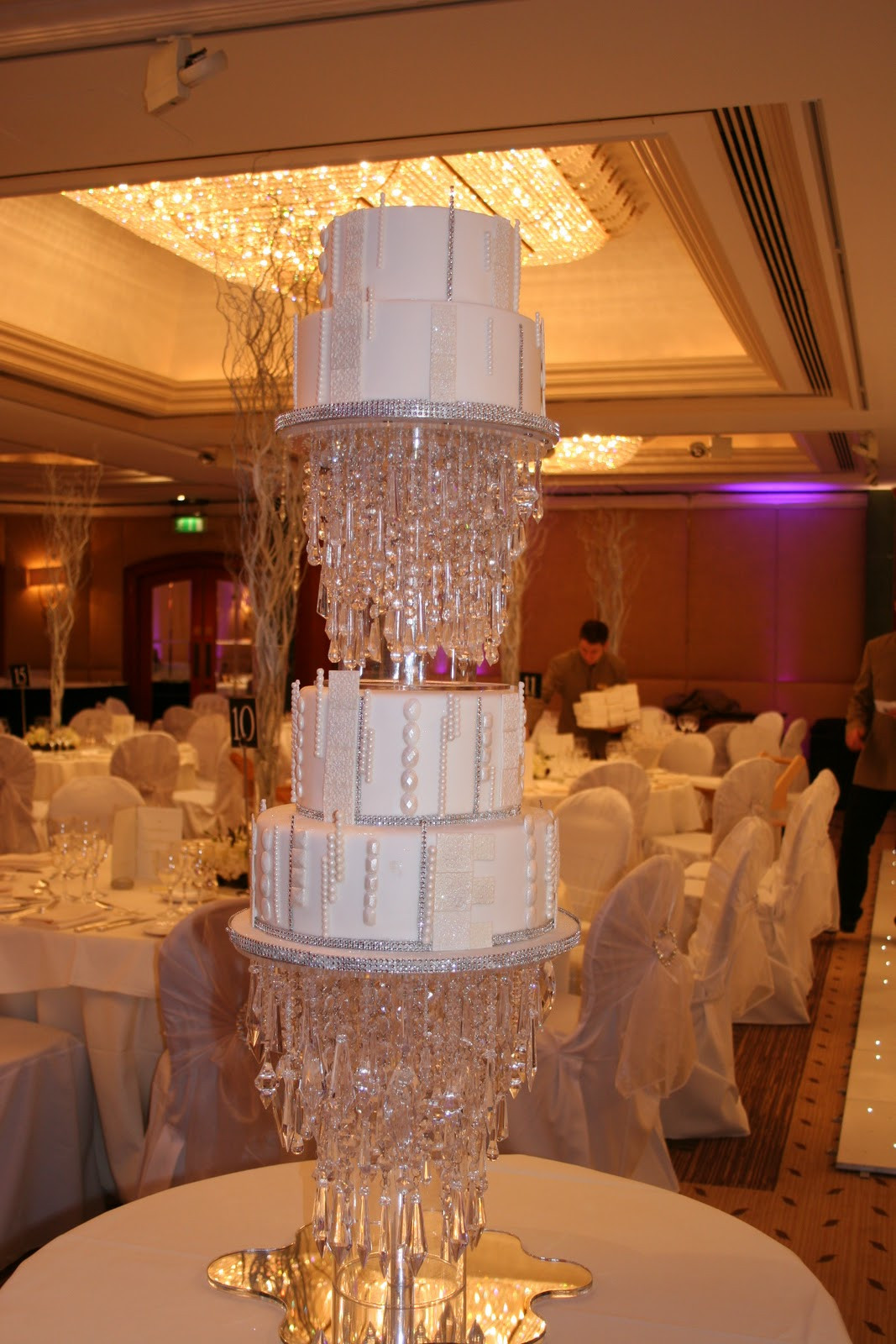 Chandelier Wedding Cakes  We Love Elizabeths Cake Emporium Asian Wedding Ideas