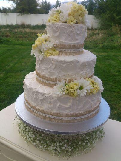 Cheap Wedding Cakes  Awesome Wedding Cakes Cheap Wedding Cake Mapleton