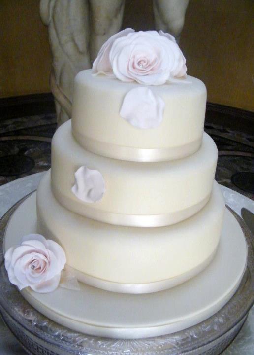 Cheap Wedding Cakes  Cheap wedding cakes