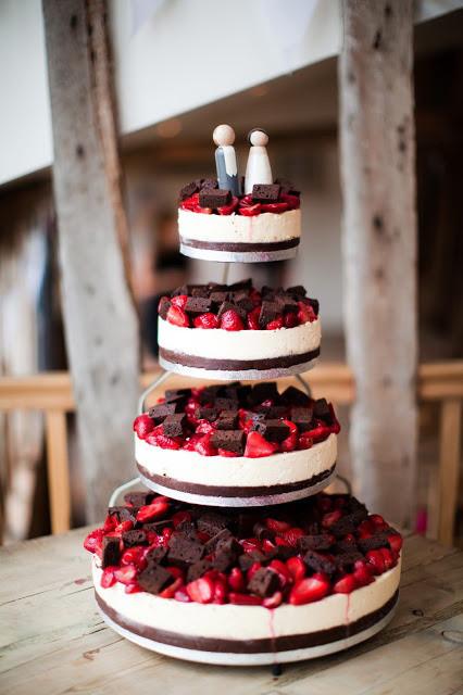 Cheesecake Wedding Cakes  22 Yummy And Trendy Cheesecake Wedding Cakes Weddingomania
