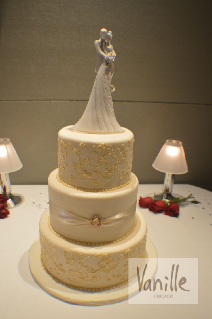 Chicago Wedding Cakes  17 Best images about Vanille Chicago Wedding Cakes on