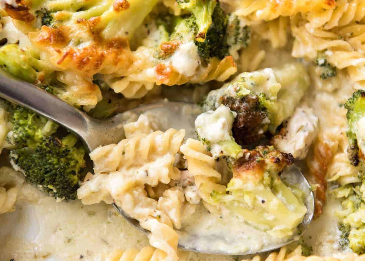 Chicken Pasta Casserole Healthy  Ultra Lazy HEALTHY Chicken and Broccoli Pasta Bake