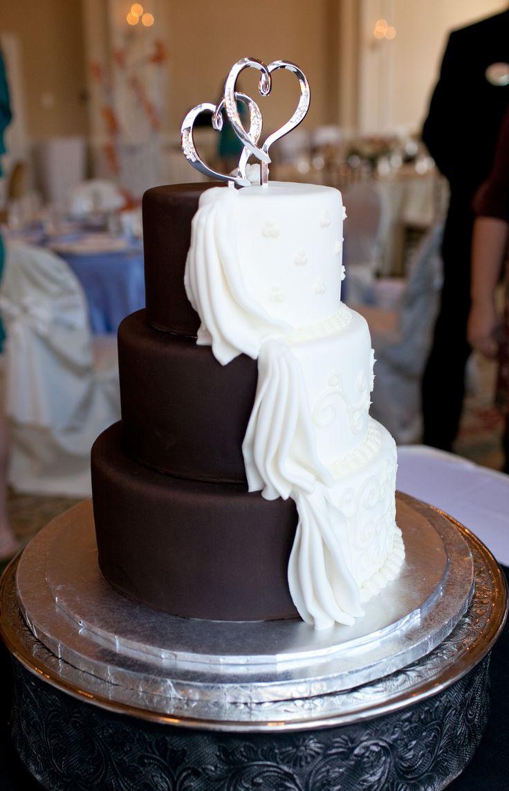 Chocolate And White Wedding Cakes  Half White Half Chocolate Wedding Cake