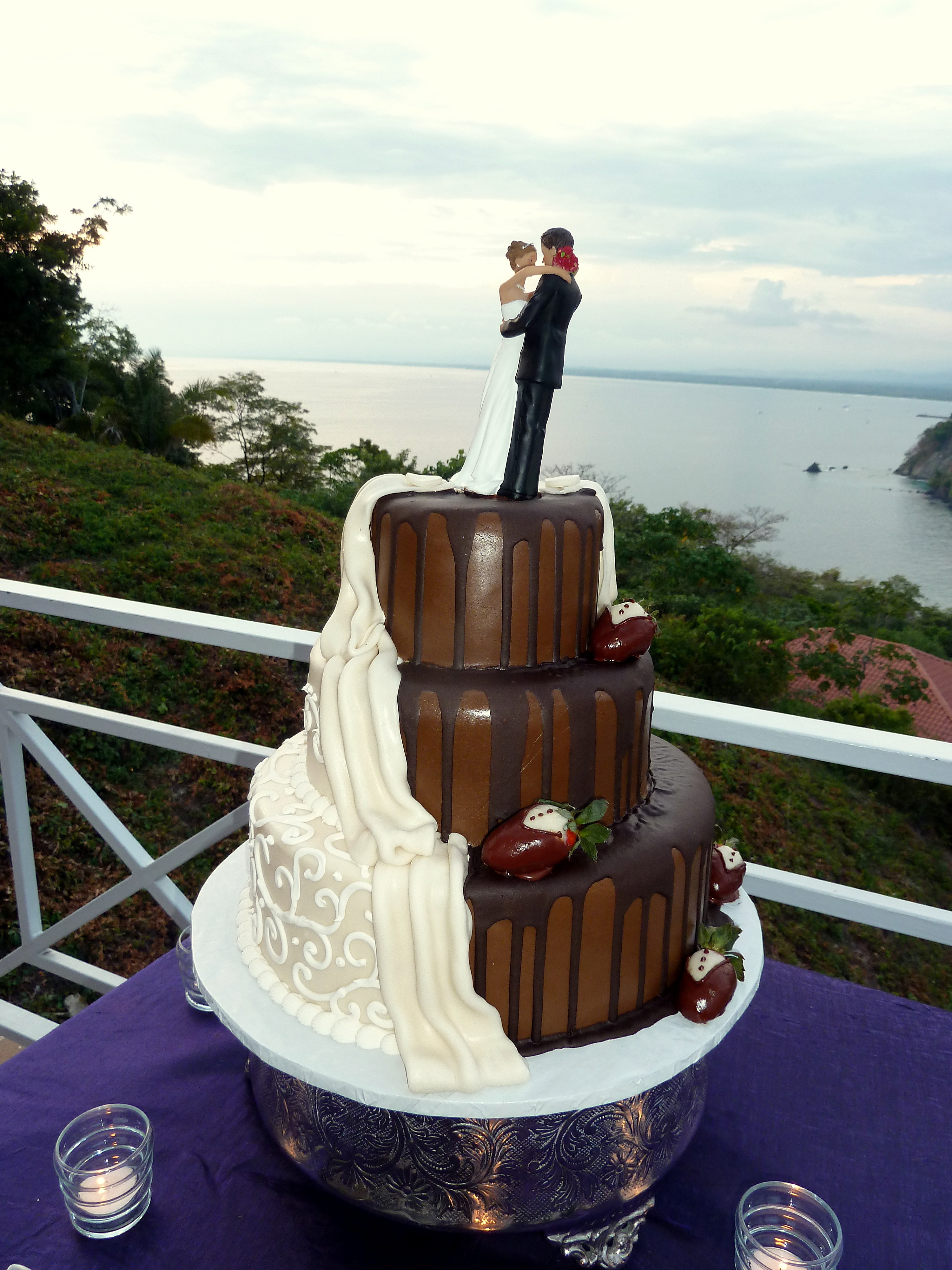 Chocolate And White Wedding Cakes  Costa Rica Wedding Cakes different designs