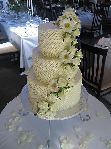Chocolate Ganache Wedding Cakes  White chocolate ganache wedding cake with Barberon daises