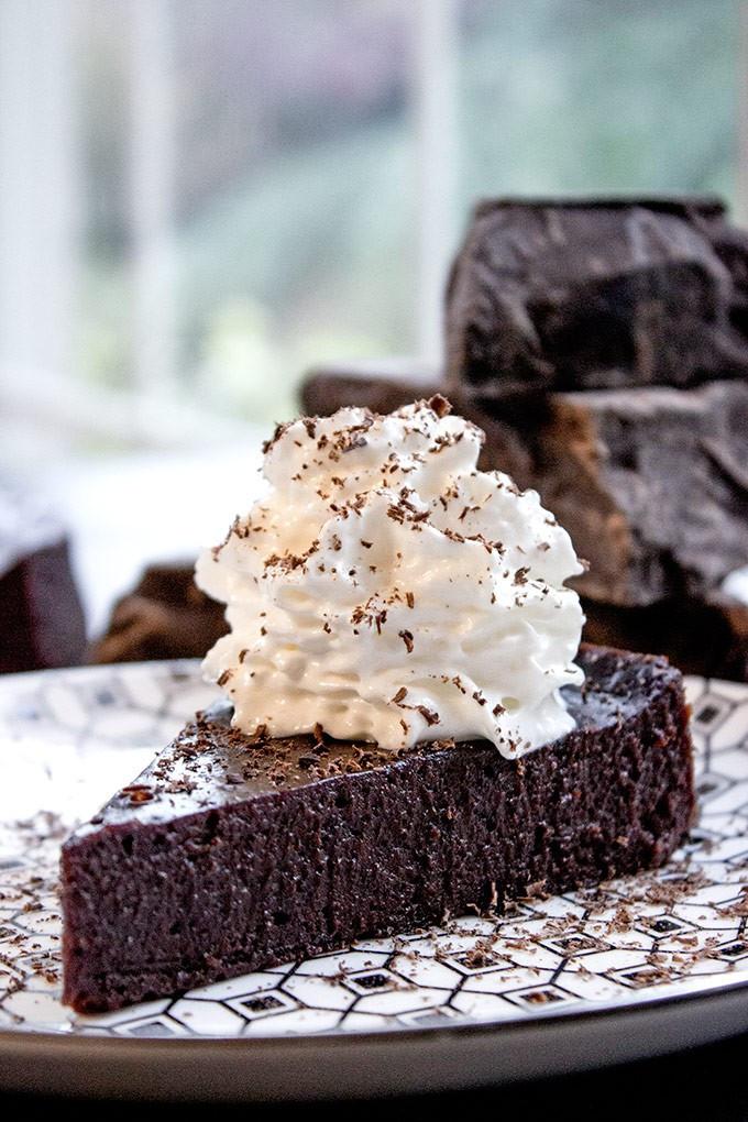 Chocolate Passover Desserts  Flourless Chocolate Cake 4 ingre nts Dinner then