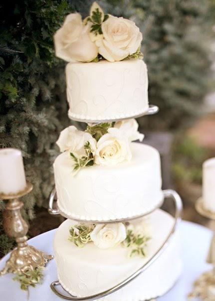 Classy Wedding Cakes  BBB Classy Wedding Cakes for under $400