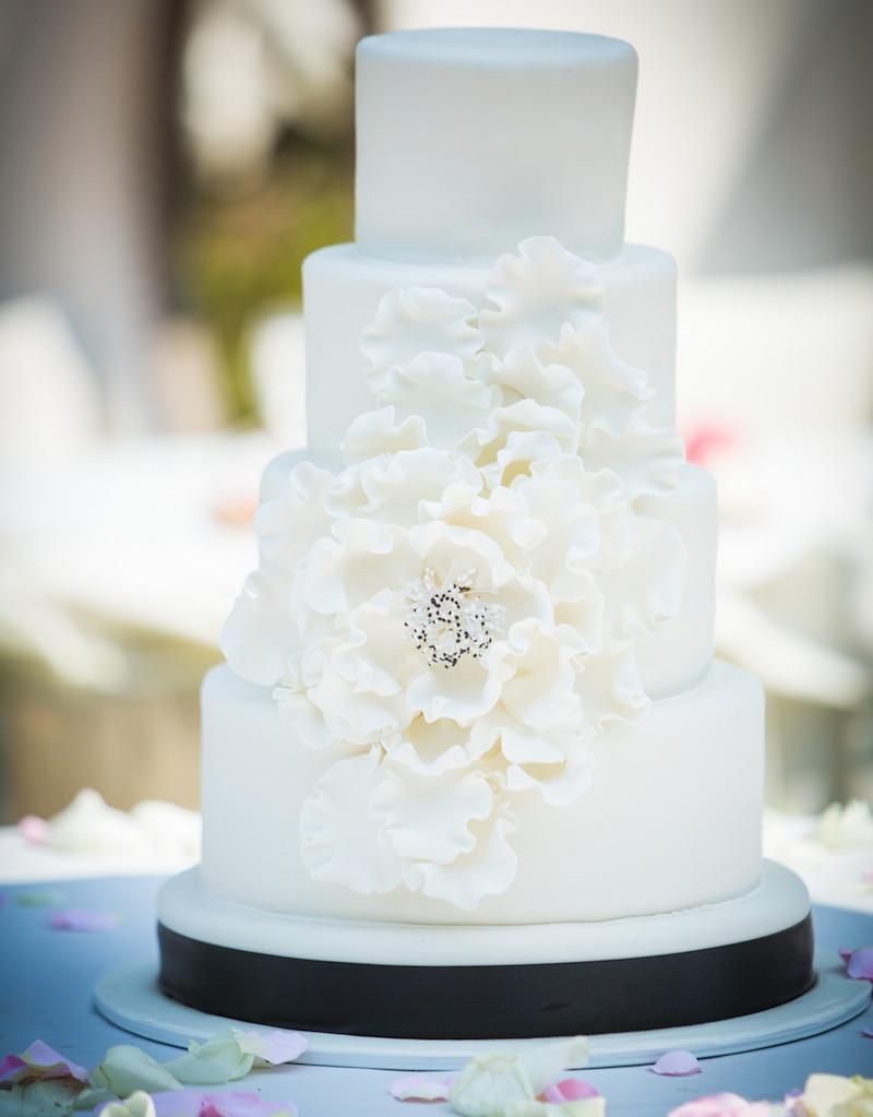 Confetti Wedding Cakes  Surprise it s an Elegant Confetti Wedding Cake with