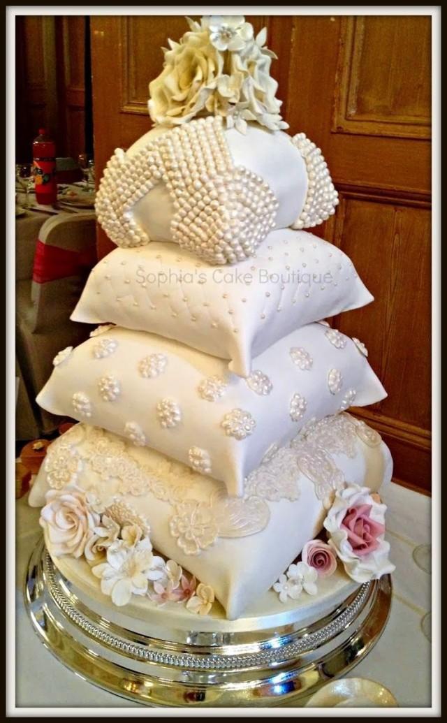 Cool Wedding Cakes  Unique Wedding Cake Pillow Wedding Cakes