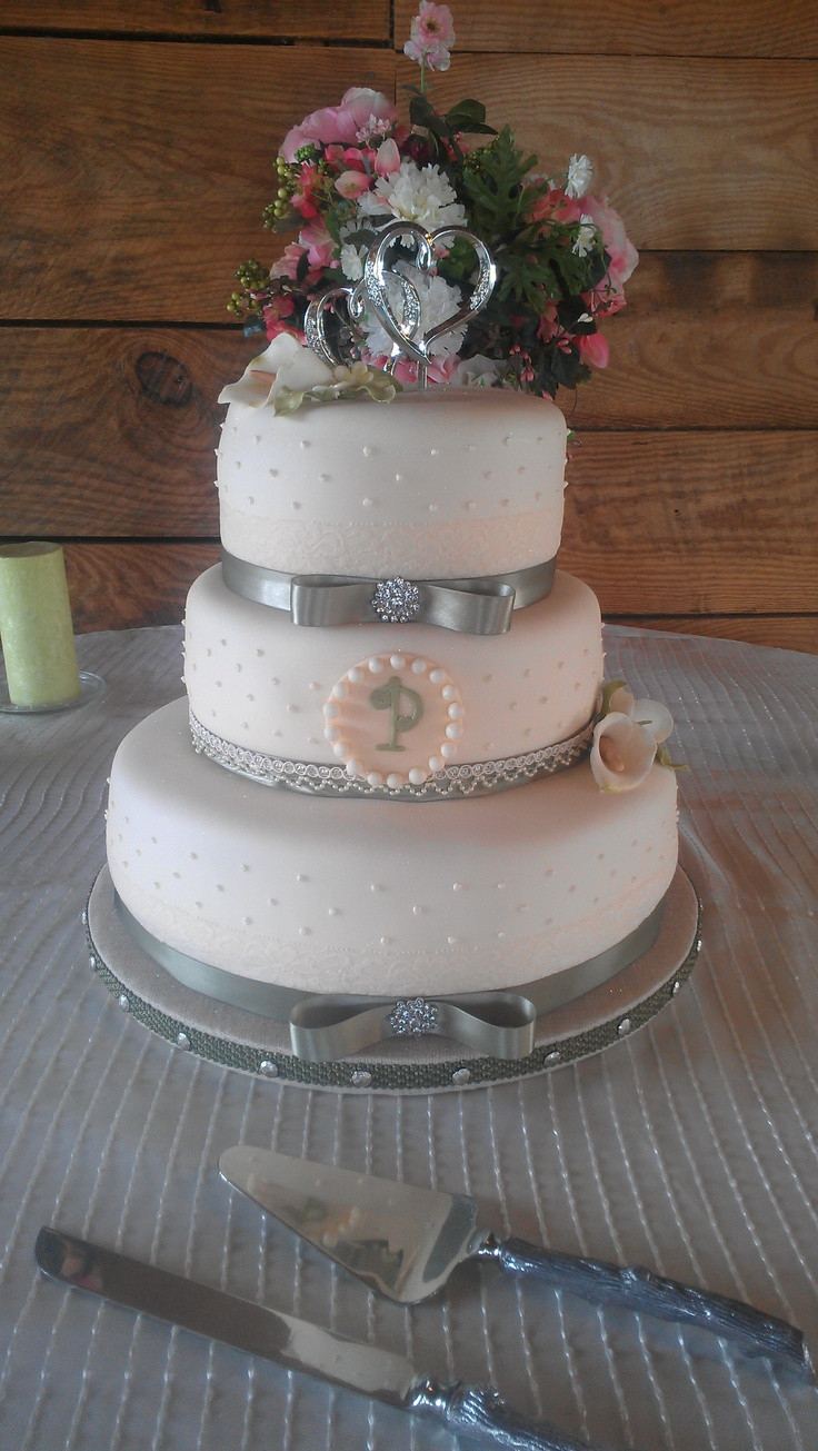 Country Chic Wedding Cakes  Country chic wedding cakes idea in 2017