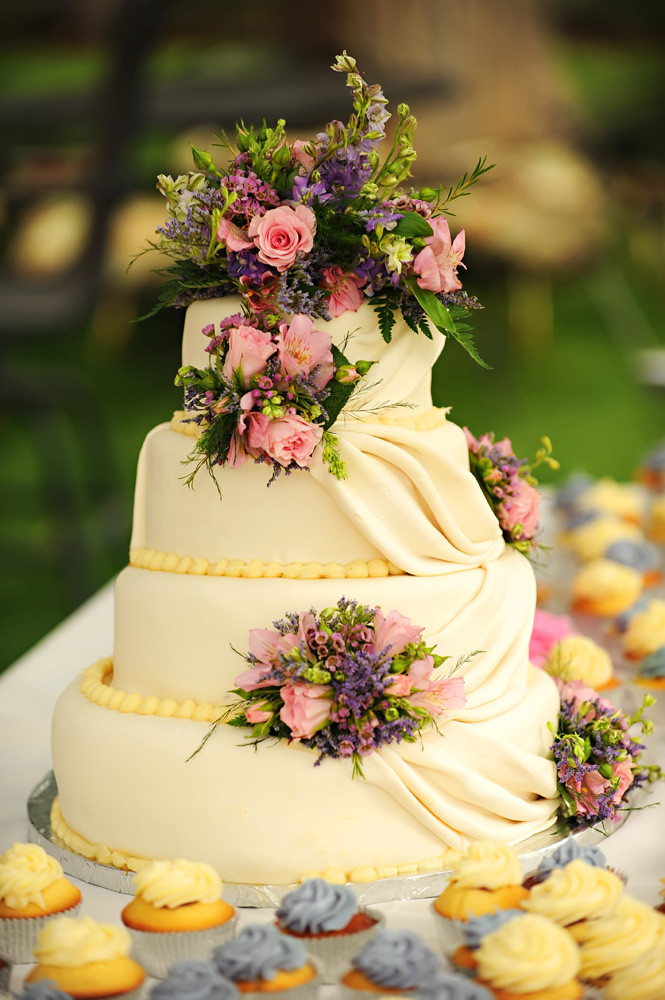 Country Chic Wedding Cakes  Country Backyard Style Wedding Rustic Wedding Chic