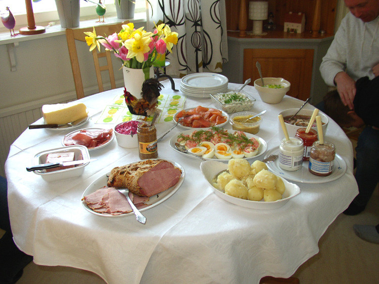 Different Easter Dinner Ideas  Traditional Easter Dinners History and Recipes